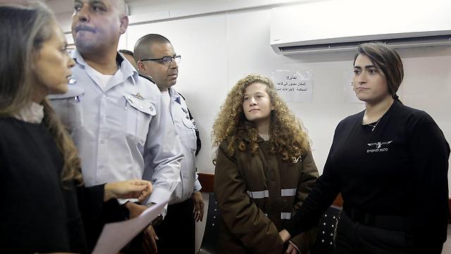 A Tamimi család feje először látogatta meg rokonait a börtönben, Ahed jó hangulatban van, a tanulmányairafókuszál