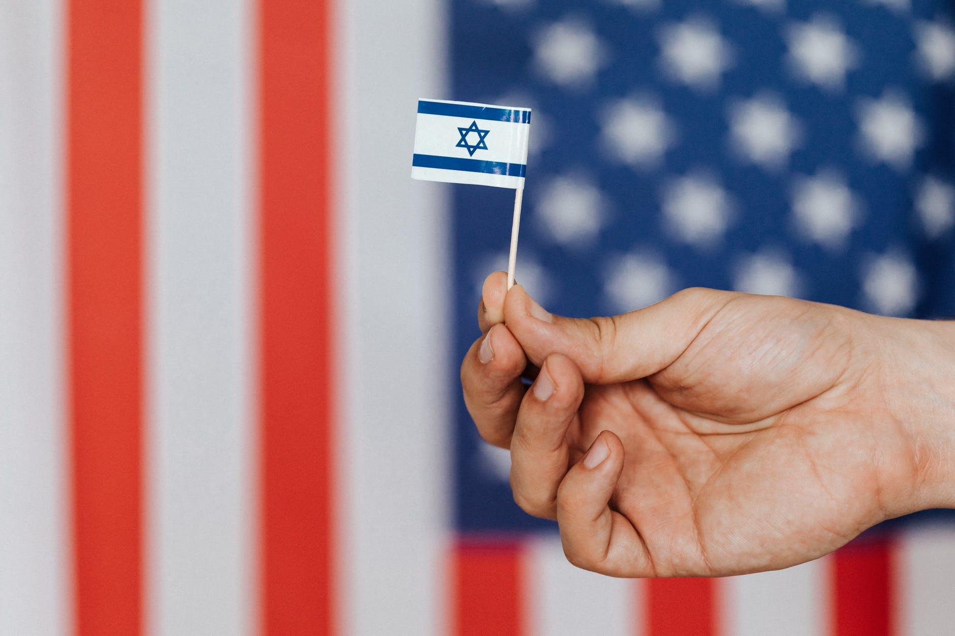 Az Egyesült Államok és Izrael közös csapatot alkotnak a konzulátus körüli vita megoldására